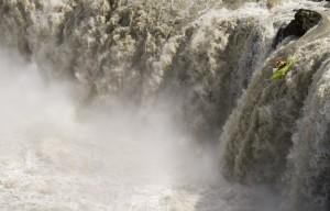 huge-waterfall-kayak-935