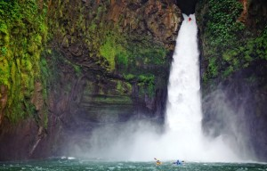 waterfall-kayak-935